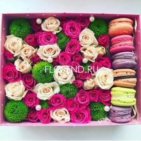 Цветы и макаронс в коробке № 198