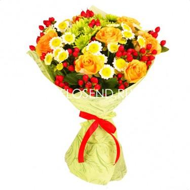 Букет из желтых хризантем и рябины